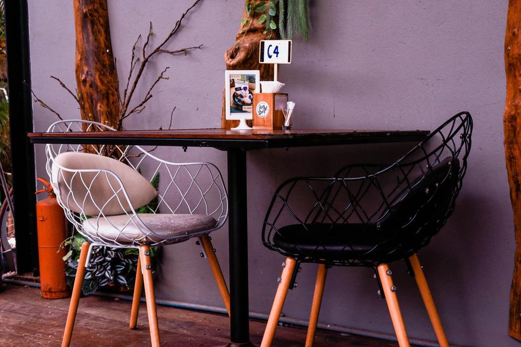 Krzesło z podłokietnikami – komfort na najwyższym poziomie
