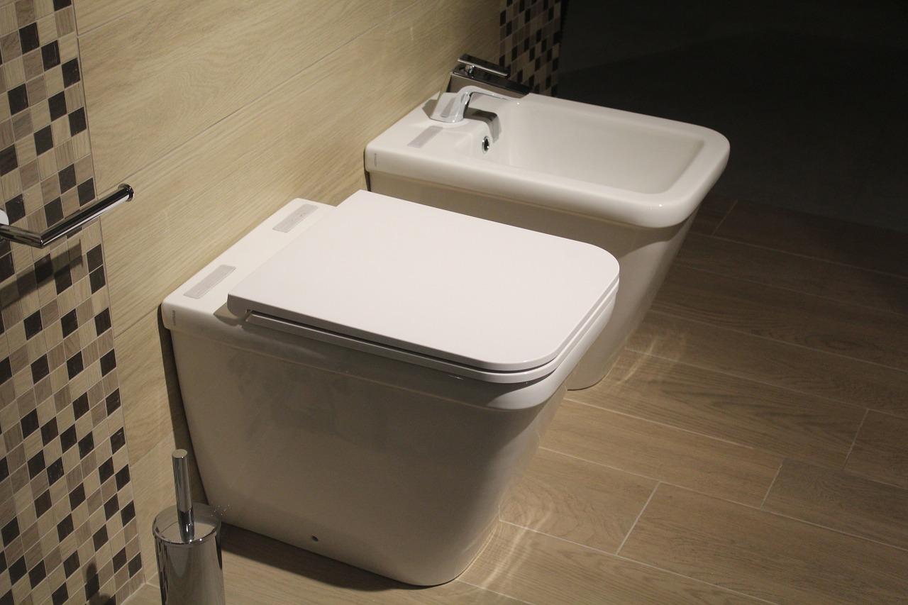 Toaleta i bidet w jednym – kompaktowe rozwiązanie do małych łazienek