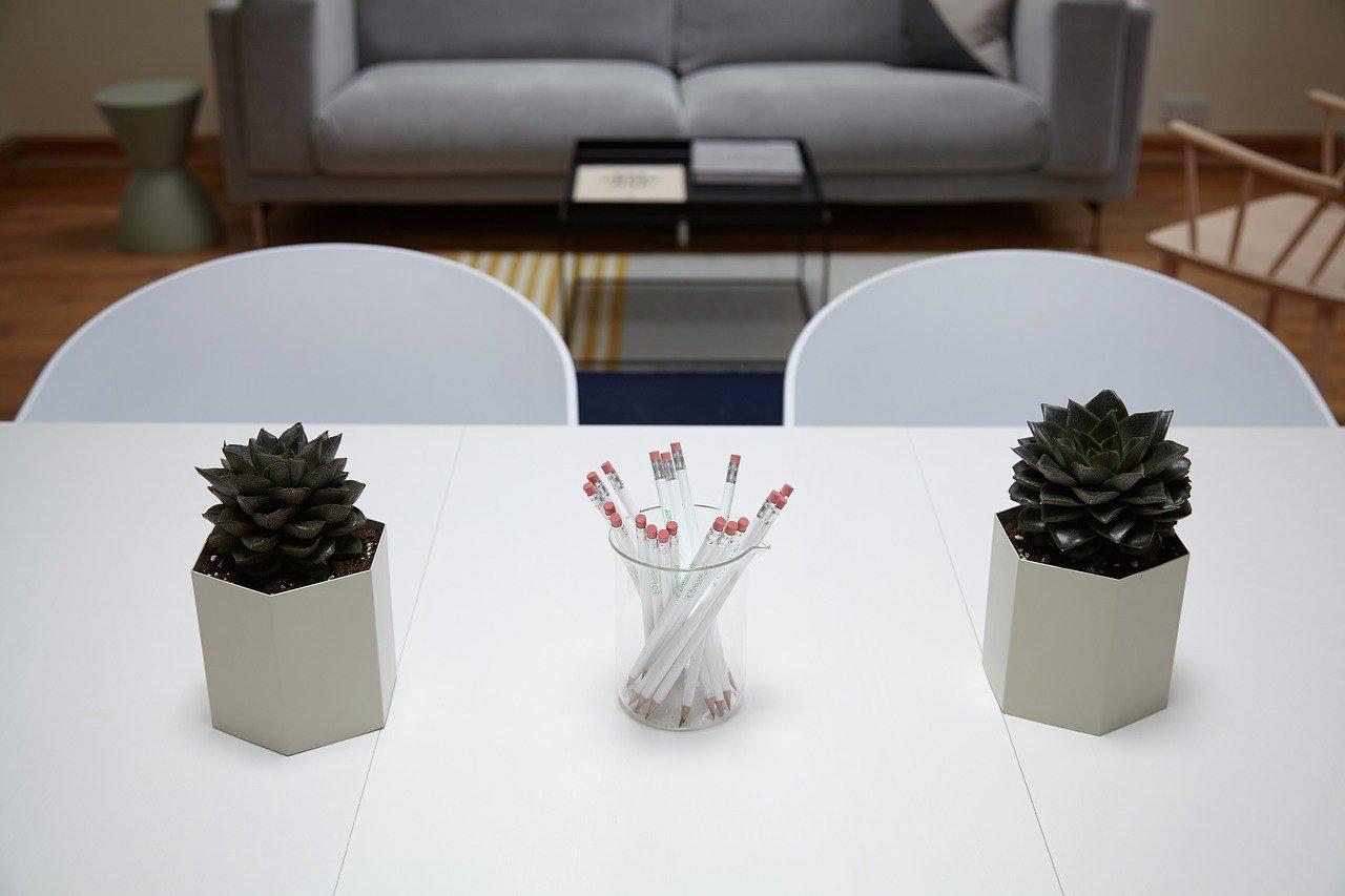 Krzesła transparentne i ich zalety