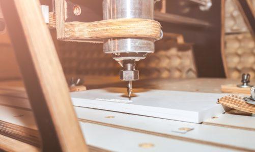 Jakie rodzaje frezów wybrać do obróbki drewna? Poradnik stolarski